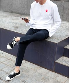 Navy pants with white sweatshirt #style #clothes