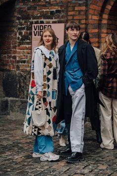 The best street style from Copenhagen Fashion Week autumn/winter - Vogue Australia Arty Fashion, Cool Street Fashion, Fashion Images, Fashion Week Hommes, La Fashion Week, Winter Fashion, Hipster Grunge, Grunge Goth, Patagonia Pullover