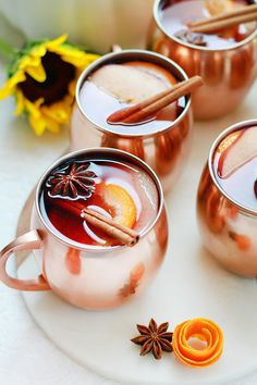 HOT HONEY APPLE CIDER SANGRIA On a chilly fall afternoon, there's nothing better than sipping on a comforting hot beverage – and whether you're cuddling up in a cozy blanket or hosting a gathering for your closest friends, this Hot Honey Apple Cider Sangr Apple Cider Sangria, Cider Cocktails, Fall Cocktails, Spicy Drinks, Yummy Drinks, Honey Drink, Bourbon, Spiced Cider, Winter Drinks