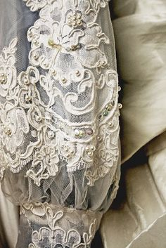 oldandshabby:(via Pin by Leah Bell on Lace and things | Pinterest)