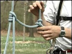 How to Tie a Blake's Hitch for recreational tree Climbing. I have to try this tomorrow! Camping Survival, Outdoor Survival, Survival Skills, Survival Knots, Trekking, Scout Knots, Knots Guide, Rope Knots, Climbing Rope