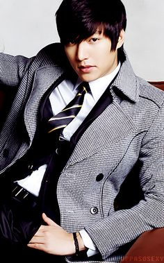 Love the way the cut frames the face // Lee Min Ho
