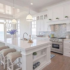 Luxury Kitchens Stunning Luxury White Kitchen Design Ideas 23 - White kitchen cabinets are a versatile choice for the kitchen of every house. When it comes to cabinets, they are […] Beautiful Kitchen Designs, Beautiful Kitchens, White Kitchen Designs, Home Decor Kitchen, Kitchen Interior, Diy Kitchen, Kitchen Layout, Kitchen Backsplash, Vintage Kitchen