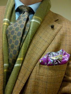 Bright pocket squares are good! The textures here are really complimentary and the violet pocket square is indispensable to make the whole thing contemporary and YOUNG xx Sharp Dressed Man, Well Dressed Men, Tie And Pocket Square, Pocket Squares, Elegant Man, Classic Man, Gentleman Style, Look Cool, Mens Suits