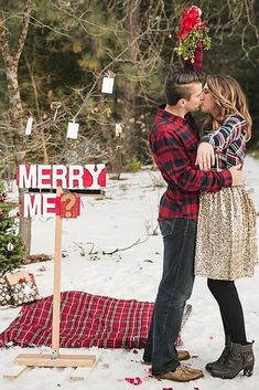 Our favourite Christmas proposal ideas (to guarantee they'll say yes! Are you planning a festive proposal, we've got lots of ideas for how to to it! Winter Proposal, Christmas Proposal, Christmas Engagement, Romantic Proposal, Perfect Proposal, Winter Engagement, Christmas Wedding, Engagement Ideas, Engagement Inspiration