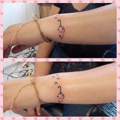 Gatinho e patinhas   #tattoo #tattoos #tatuagens #tatuagemfeminina #tatuagem #tattoogato #tattoocat #tattoopatinha #instattoos #inspirationtatto #tattoolife #tattooist #tattooer #tattooworld #tattoowomans  (em Black Magic Tattoo)