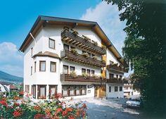 Hotel Gasthof Rappen is een goed familiehotel in het bekende plaatsje Baiersbronn in het idyllische Zwarte Woud. Het hele jaar door zijn talrijke activiteiten en uitstapjes in de omgeving mogelijk. De eigenaar spreekt zeer goed Nederlands. Er zijn volop mogelijkheden voor diverse excursies. Je kunt o.a. een uitstapje maken naar de Mummelsee en de Bodensee. De bergroute Schwarzwaldhochstrasse staat garant voor spectaculaire uitzichten over ravijnen, de Rijnvallei en over de Elzas.