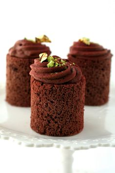 Chocolate and pistachio mousse cakes