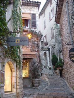 sunsurfer:    Artists Commune, St. Paul de Vence, France   photo via isa