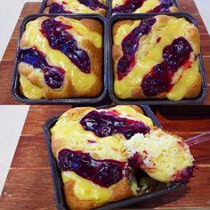 Κέικ με κρέμα και βύσσινο Greek Sweets, Greek Desserts, Greek Recipes, Sweets Recipes, Cooking Recipes, Eat Greek, Cheesecake Cake, Breakfast Snacks, Breakfast Ideas