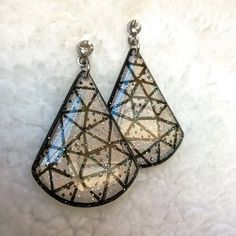 GEOMETRIC EARRING WATER DROP SHPAE