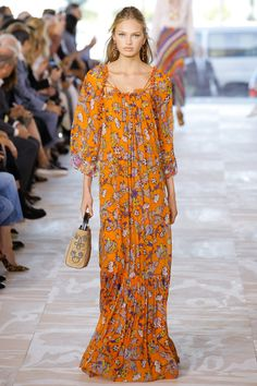 This Purse >>  Tory Burch Spring 2017 Ready-to-Wear Fashion Show - Romee Strijd