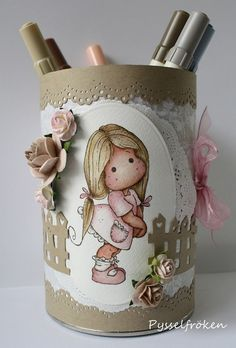 DT hos Tildas Town - Anything but square Tin Can Crafts, Diy And Crafts, Paper Crafts, Belle And Boo, Hobbies For Kids, Altered Tins, Diy Ribbon, Mason Jar Crafts, Recycled Crafts