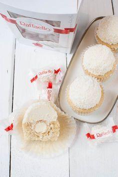 Raffaello-Cupcakes (Kokos-Mandel-Cupcakes), das Topping zu den best chocolate muffins ever mit Schokopudding - ein Träumche