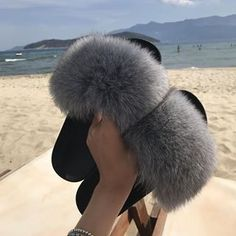 Ethel Anderson Fashion Real Raccoon Fur Slides Slippers Summer Flip Flops Casual Vogue Fox Fur Sandals Vogue Plush Shoes - Miss. Fluffy Sliders, Fur Sliders, Body Lingerie, Lingerie Fine, Fluffy Shoes, Cute Slides, Kylie Jenner Outfits, Cute Plush, Ootd