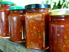 tamarillo and chili sauce Hot Salsa Recipes, Chutney Recipes, How To Make Chili, How To Make Pickles, Canning Food Preservation, Chilli Jam, Winter Dishes, Canning Recipes, Witches Kitchen