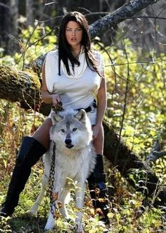 🐺💕💃🏻Wolves and Women Images? American Indian Girl, Native American Girls, Native American Beauty, Beautiful Creatures, Animals Beautiful, Cute Animals, Der Steppenwolf, Native Girls, Wolves And Women