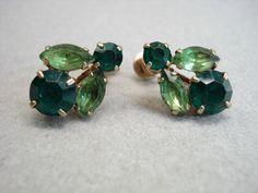 Vintage CORO GOLD TONED GREEN RHINESTONE SCREW BACK EARRINGS 1940s - 50s #Coro