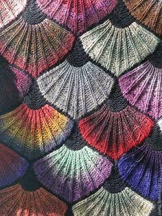 I wish there was a pattern attached. Crochet Stitches Patterns, Knitting Stitches, Knitting Yarn, Hand Knitting, Stitch Patterns, Knitting Patterns, Form Crochet, Crochet Shawl, Knit Crochet