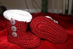 The Well Crafted Home: Baby Booties and more! #ACraftersDream Christmas Giveaway!!