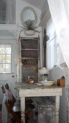 tonita+tiny+house | Shabby Chic Tiny Retreat: Tiny house update.....