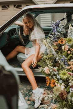 "Free-Spirited New Hampshire Elopement Inspiration in the White Mountains – Compass Collective – Wild and Wed 55 Set in a mystical Northeastern forest, this ""Live Free"" quirky & cool wedding inspo gives us rock & roll vibes! #bridalmusings #bmloves #rocknroll #livefree #coolbride #altbride #weddinginspiration #weddinginspo #weddingphotographer"
