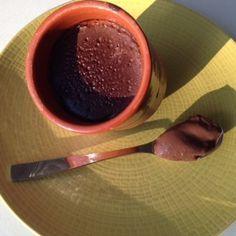La crème au chocolat au soup & co : la recette au soup & co ! Les enfants l'adorent. J'ai du l'adapter, car toutes les recettes que l'on trouve sur le net sont pour le Thermomix et ne marchent pas avec le soup en co, la crème ne cuit pas, colle au fond... Soup & Co, Blender Soup, Soup Kitchen, Herbal Remedies, Chocolate Fondue, Soup Recipes, Herbalism, Pudding, Cooking