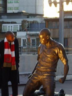 Real Henry and Metal Henry Arsenal Stadium, Arsenal Football, Arsenal Fc, Football Team, Arsenal Pictures, Ny Red Bulls, History Of Soccer, English Premier League, Sports Figures