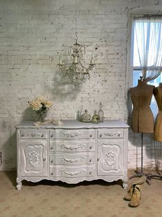 Painted Cottage Chic Shabby French Provincial Server / Dresser SV675 Painted Cottage, Shabby Cottage, Cottage Homes, Cottage Chic, Shabby Chic Shelves, French Dresser, Buffet Server, Paris Apartments, French Provincial