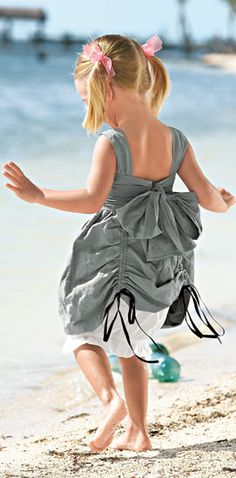 i love the pulls on on this dress! Very convenient for waves or puddle jumping