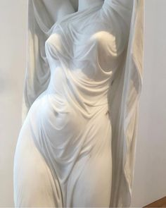 Gosh it's so realistic, this is one of the hardest technique in sculpture, it's so realistic that sometimes you can't believe that it's was once a rock. Fine art is tough too. Who says fine art is easy? Yennefer Of Vengerberg, Art Hoe, White Aesthetic, Aesthetic Body, Oeuvre D'art, Art Inspo, Just In Case, Line Art, Sculpting