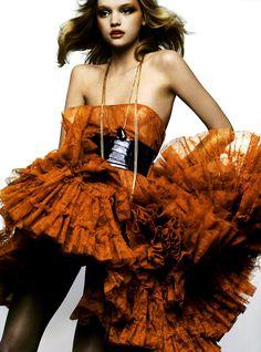 "Vogue Italia - March 2005 Editorial: ""The Balloon Shape"" Model: Gemma Ward Fashion Models, High Fashion, Womens Fashion, Fashion Fashion, Crazy Fashion, 2000s Fashion, Fashion Editorials, Fashion Details, Fashion Designers"