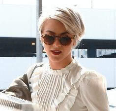 Her pixie cut looked definitely admirable and we were certainly obsessed with her look! Are you feeling the edgy look? Short Hairstyles 2015, New Short Haircuts, Haircuts For Wavy Hair, Pixie Hairstyles, Cool Hairstyles, Pixie Haircuts, Long Pixie Cuts, Short Hair Cuts, Short Hair Styles