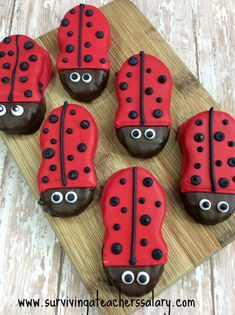 How perfectly adorable is this spring ladybug cookie recipe? I LOVE fun kid's recipes and these ladybug cookies are a HUGE hit at any bug birthday party, spring celebration, or just a fun after school snack activity to do together! Ladybug Snacks, Ladybug Cookies, Nutter Butter Cookie Recipe, Cookie Recipes For Kids, Edible Crafts, Edible Art, Spring Books, Birthday Desserts, Holiday Crafts For Kids