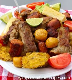Fritanga o Picada Colombiana Fried Food Platter -Colombia Colombian Dishes, My Colombian Recipes, Colombian Cuisine, Ecuadorian Recipes, Cuban Recipes, Typical Colombian Food, Latin American Food, Latin Food, Kitchen Recipes