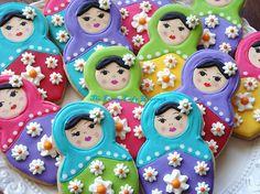 He encontrado este interesante anuncio de Etsy en https://www.etsy.com/es/listing/99716269/custom-russian-doll-cookies-1-dozen
