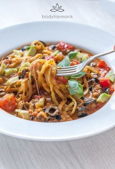 Rich and warm, vegetarian tomato courgetti (zoodles) with avocado and tomato pesto. A super delicious and quick gluten-free and low-carb spiralizer recipe.