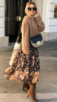 35 Festive Christmas Party Outfits To Copy Right Now fashionable winter outfit / brown sweater crossbody bag floral skirt boots Source by AndreeaZzz Winter Outfits For Teen Girls, Winter Fashion Outfits, Fall Winter Outfits, Modest Fashion, Look Fashion, Autumn Fashion, Womens Fashion, Fashion Trends, Ladies Fashion