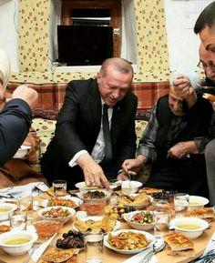 Recep Tayyip Erdoğan Islam, Paella, Istanbul, Instagram, Ethnic Recipes, Food, Reiss, Ottomans, Clothes