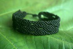 Black Roses Macrame Bracelet por GlobalGypsyJewelry en Etsy