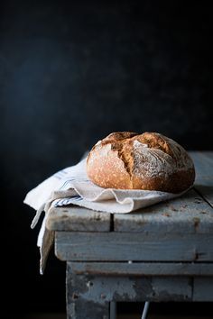 the smell of freshly baked bread makes me feel like a child again Food photography, food styling, learn food food photography Food Design, Food Styling, Dark Food Photography, Photography Ideas, Cooking Photography, Still Life Photography, Artisan Bread, Daily Bread, Food Pictures