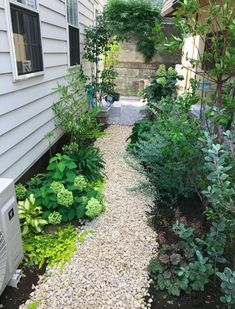 Garden Yard Ideas, Garden Projects, Garden Design, House Design, Natural Garden, House Entrance, House Plants, Planting Flowers, Exterior