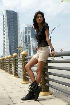 Bollywood Girls, Bollywood Fashion, Bollywood Actress, Prettiest Actresses, Beautiful Actresses, Girl Photo Poses, Girl Photos, Erica Fernandes Hot, Rakul Preet Singh Saree