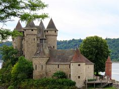 The most charming villages of France – Along the Dordogne River Beautiful Places To Visit, Beautiful Things, France, Paris Photos, Provence, Barcelona Cathedral, River, Adventure, Mansions