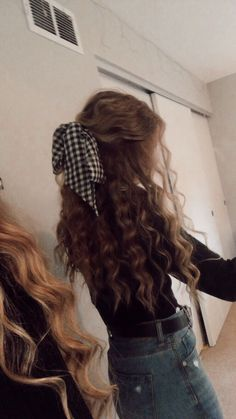 50 Stylish Curly Hair Styles Ideas For Women – Lockige Frisuren Girls School Hairstyles, Summer Hairstyles, Braided Hairstyles, Cool Hairstyles, Night Hairstyles, Quince Hairstyles, Girls Hairdos, Hairstyles For Curly Hair, Sleep Hairstyles