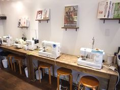 Mishin café : coffe shop with sewing machines, sweet!