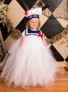 Stay Puft marshmallow girl! Tutu dress, hat and collar made from felt and ribbon. Super easy costume!