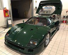 British Racing Green Ferrari Is the Devil's Respray - autoevolution Ferrari F40, Lamborghini Gallardo, Mercedes Clk Gtr, Mercedes Benz, Car Paint Jobs, Porsche 911 Gt2, Toyota Mr2, Pagani Huayra, Car Painting