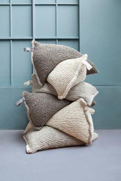 Pouf en grosses mailles de laine Zilalila