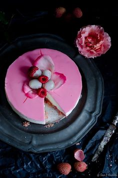 Cheesecake Ispahan - líchia, rosa e framboesa Cupcakes, Cupcake Cakes, Fruit Cakes, Pavlova, Cheesecakes, Sweets Recipes, Cake Recipes, Biscuits Roses, Raspberry Cheesecake